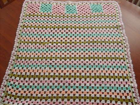 artık iplerden yaptığım battaniyem. iplerde kopuklar vardı. içine çekmedim henüz belli olmasını istediğim için