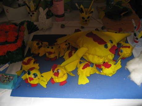 sarı mutfak havlusundan yapılan civciv ailesi