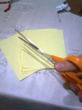 kağıtları eşit boyutlarda olacak şekilde kestim