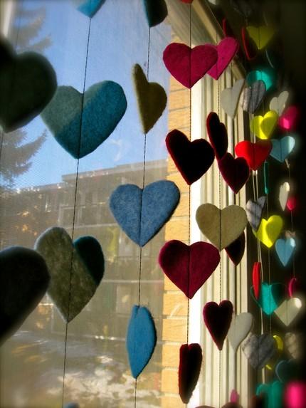 renkli kalpli kolay keçe kapı süsü