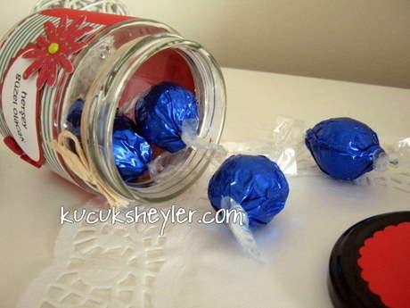 ne mücevher ne çiçek, pms'de bi kadını mutlu edecek tek hediye çikolata :)