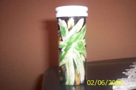 ilaç kutusundan ıvır zıvır kutusuna ... boya aldım ya nereyi boyayacagımı şaşırdım :)