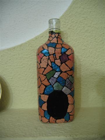 Siyaha boyadığım şişeye yapıştırdım.
