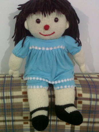 Rahat Koltuk'un sevimli kahramanı Molly Bebek.  (Sadece örnektir. Siparişiniz üzerine yapılır.)  iletişim adresi: orgu.bebek.yapilir@gmail.com