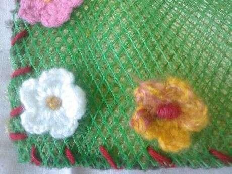 Fileyle kadife parçanın birleşimi ve örgü çiçeklerim