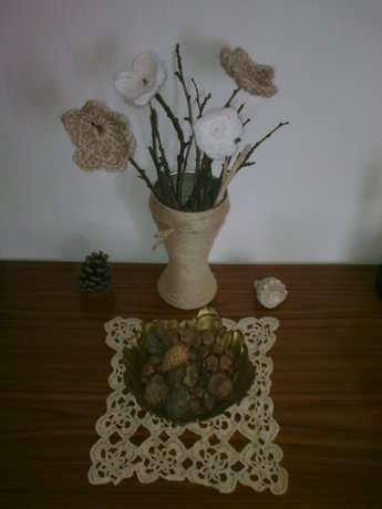 kırnap vazo ve tığişiçiçekler