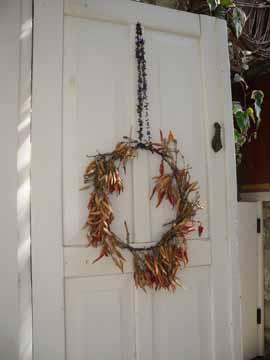Biberlerden kapı süsü