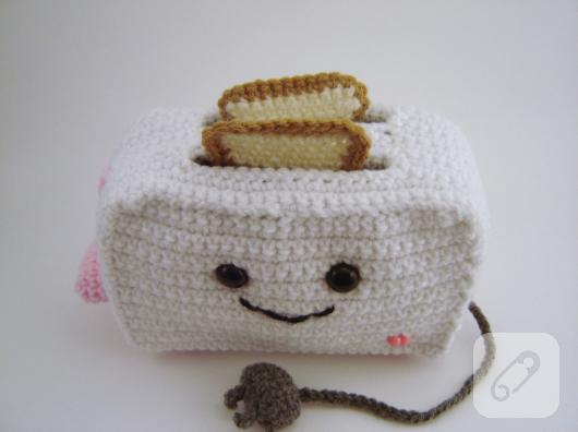 amigurumi-orgu-tost-makinesi-oyuncak