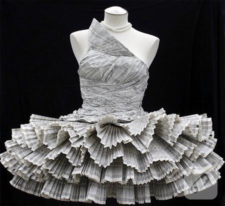 gazete-kagitlarindan-firfirli-elbise