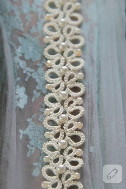 krem-rengi-incili-mekik-oyasi-bileklik-modeli