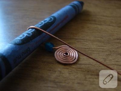 küpe yapımı tel kıvırma boncuklu küpe modeli