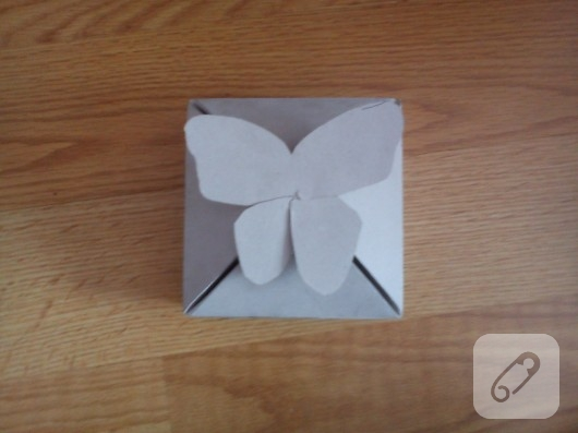 Kelebekli hediye kutusu