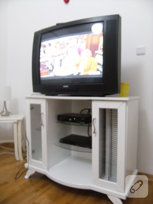 Televizyon dolabı yenileme