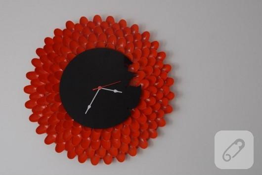 Plastik kaşıklardan saat yapımı