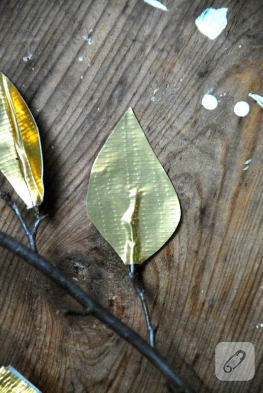 altın rengi kağıt yaprak yapımı