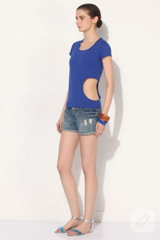 Daire dekolteli mavi tişört