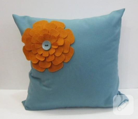 Keçe çiçekli dekoratif yastık
