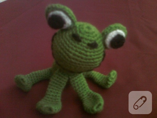 Amigurumi oyuncak kurbağa