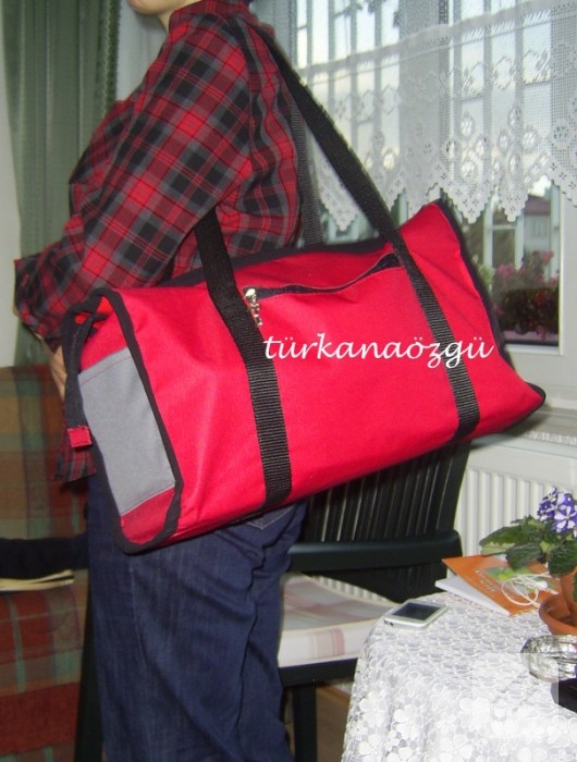 Kırmızı spor çanta