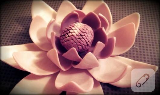 Sabundan nilüfer çiçeği