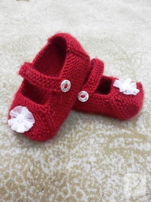 kırmızı örgü bebek patikleri
