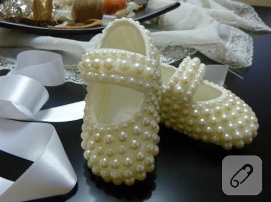 İncili bebek ayakkabısı