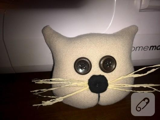 Kumaştan kedili kapı süsü