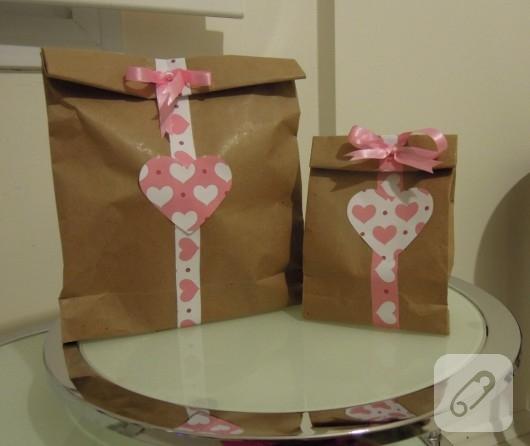 Kalp süslemeli hediye paketleri