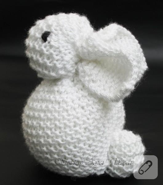 Örgü oyuncak beyaz tavşan