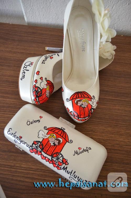 El boyaması gelin ayakkabısı ve çanta
