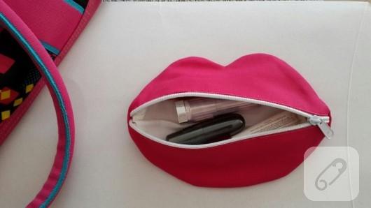 Dudak şeklinde makyaj çantası