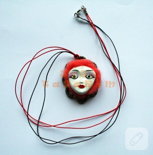 fimo ve keçeden kırmızı kadın kolye ucu