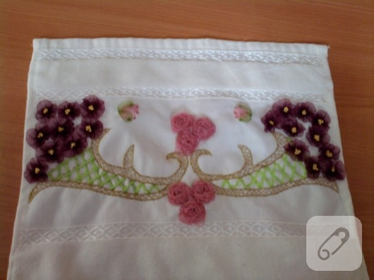 Kurdele nakışı çiçekli havlu kenarı modelleri