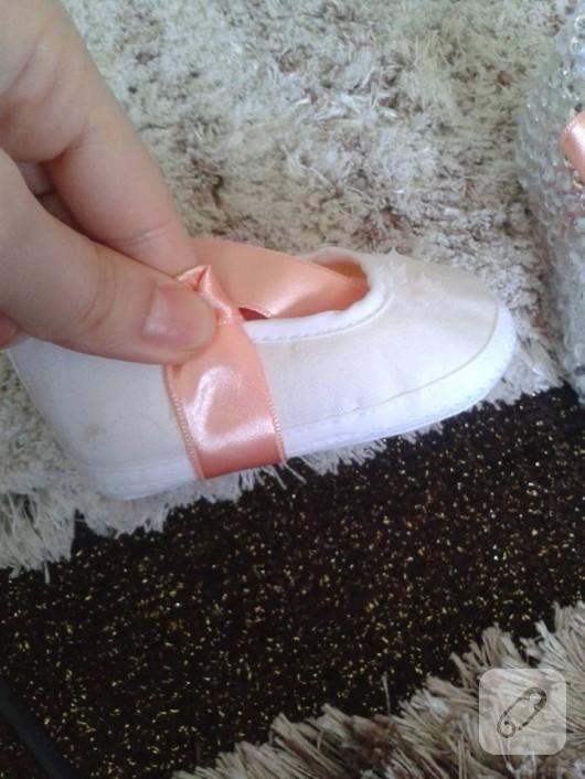 Swarovski süslemeli bebek patiği