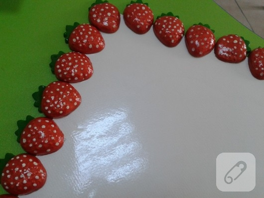 Seramik çileklerden pano yapımı
