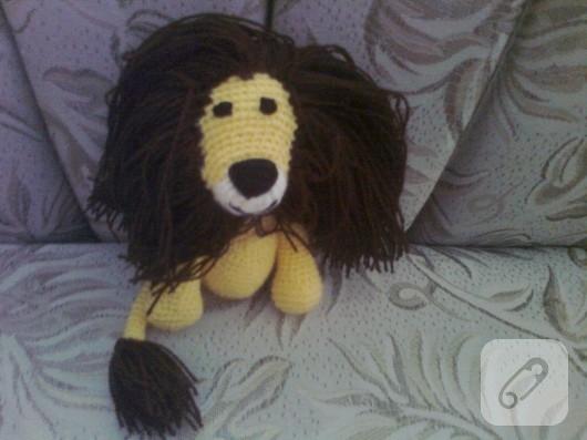 Amigurumi aslan oyuncak