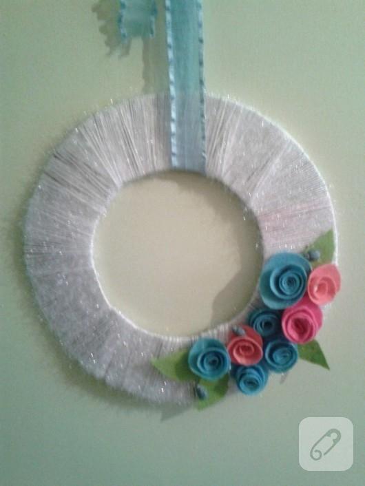 keçe çiçek süslemeli kapı süsü