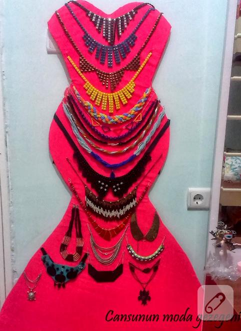köpükten elbise şeklinde takı panosu
