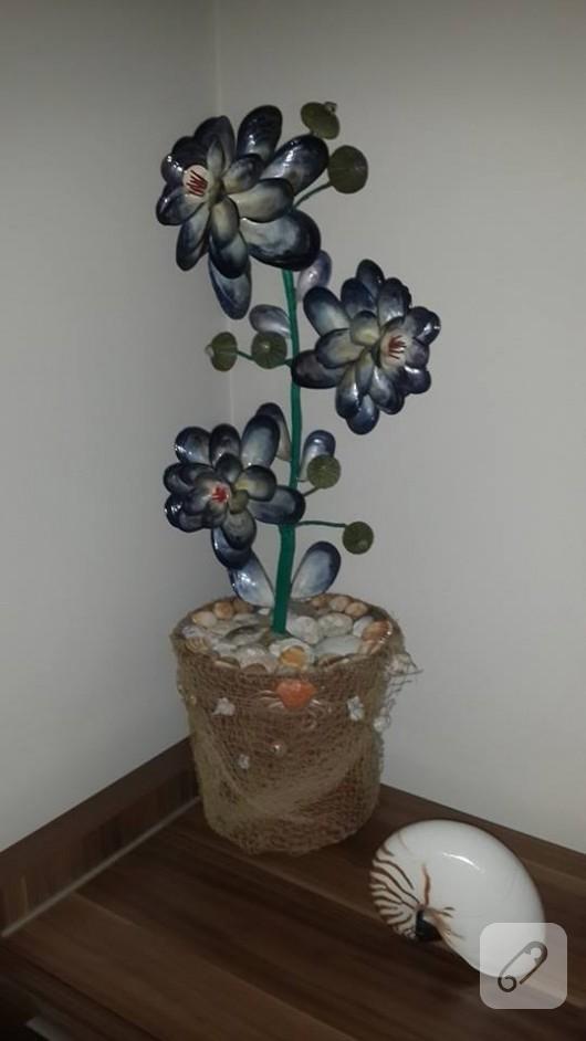 Midye kabuklarından dekoratif çiçek
