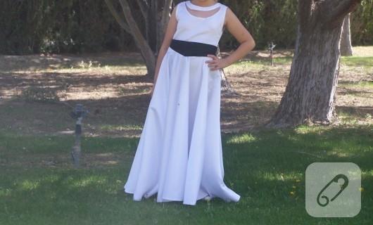 Tül detaylı beyaz elbise