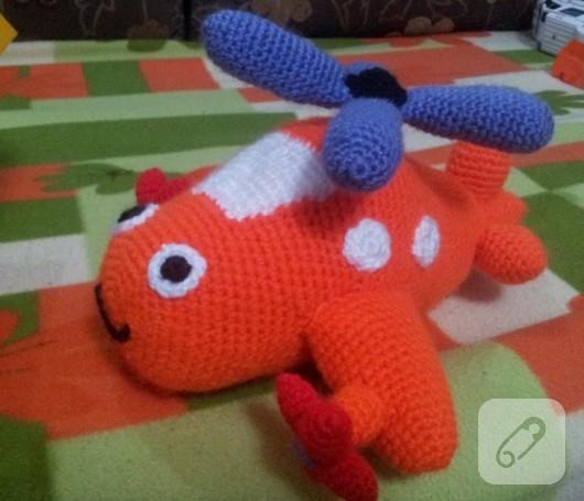 amigurumi-ucak-orgu-oyuncaklar-
