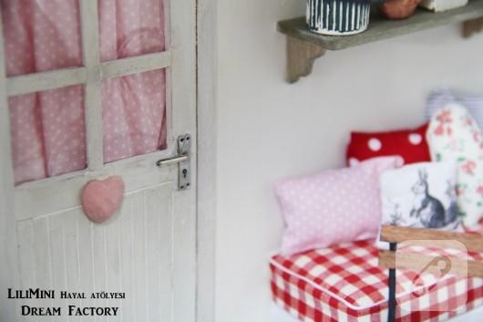 karton-ve-fimo-hamurundan-minyatur-balkon-yapimi-19