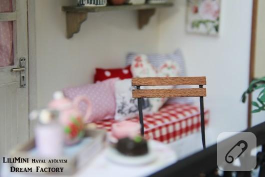 karton-ve-fimo-hamurundan-minyatur-balkon-yapimi-21