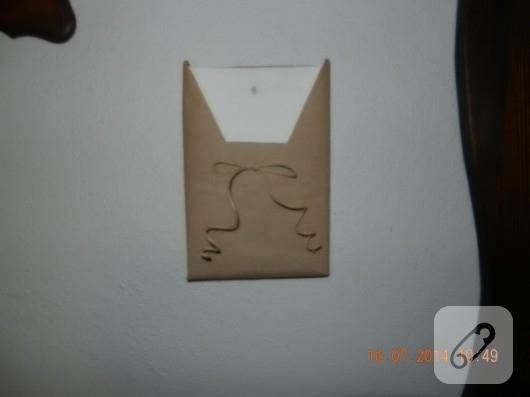 cikolata-kutusundan-zarflik-yapimi-geri-donusum-fikirleri-11