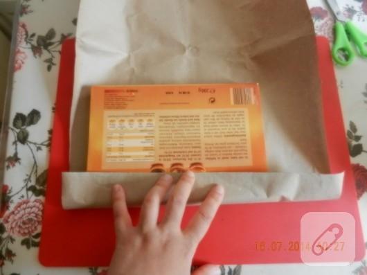 cikolata-kutusundan-zarflik-yapimi-geri-donusum-fikirleri-4
