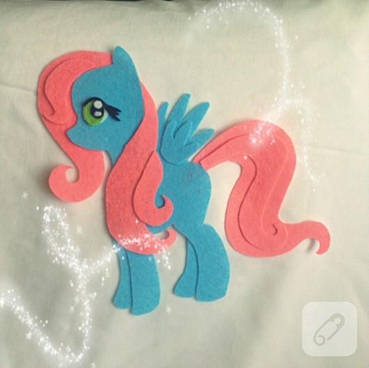keceden-pony-kucuk-at