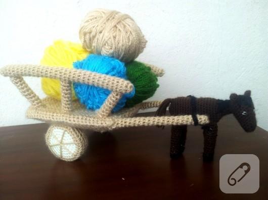 orgu-oyuncak-at-arabasi-