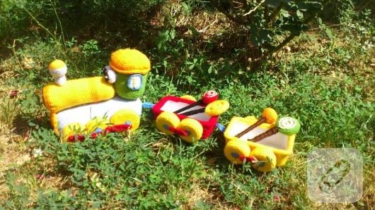 amigurumi-oyuncak-tren-1