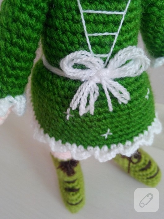 amiguurmi-oyuncak-yesil-elbiseli-orgu-bebek-1