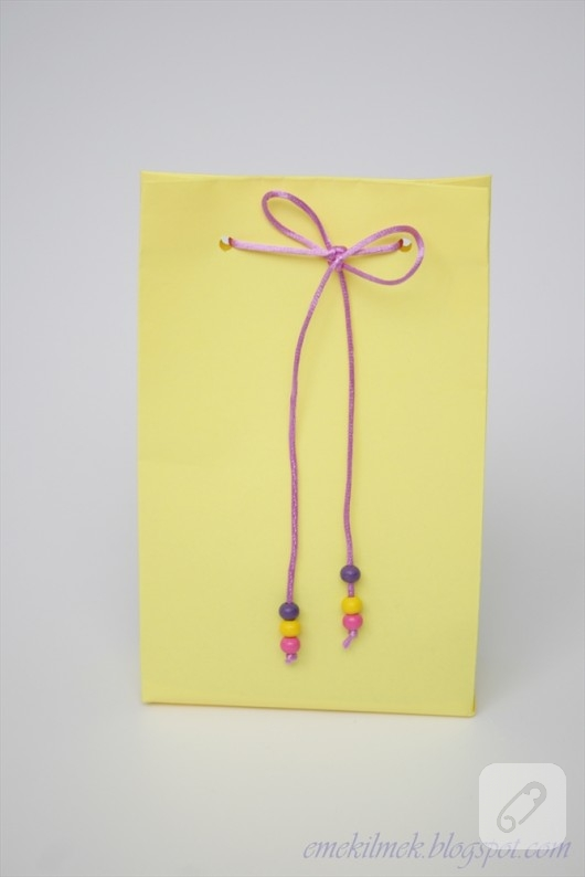 kartondan-sari-hediye-poseti-yapimi-5